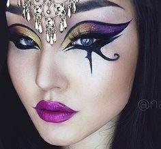14 Amazing Halloween Makeup Tutorials to Try Amazing Halloween Makeup, Halloween Make Up, Halloween Face Makeup, Halloween Ideas, Cleopatra Makeup, Egyptian Costume, Egyptian Makeup, Goddess Makeup, Fantasy Make Up