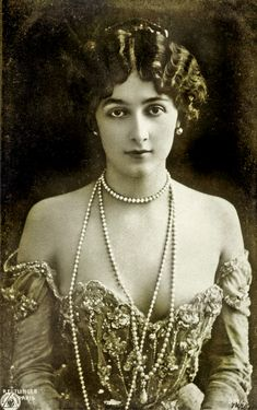 Lina Cavalieri , After conquering the most fashionable centers for music and arts in Naples, Lina Cavalieri, also skilled in graceful dancing, made her way to Paris, achieving remarkable success at the Folies Bergère, ranking with Cécile Sorel and Caroline Otero as one of the queens of the Belle Époque.