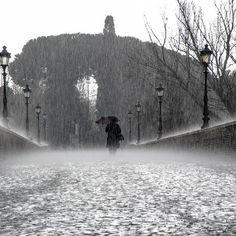 Será que no estamos acostumbrados. Pero la lluvia siempre nos deja por aquí un poco melancólicos. Mañana más!! Buenas noches. #goodnight #rainingday
