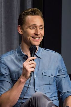 SAG-AFTRA Foundation Conversations with Tom Hiddleston for The Night Manager on April 6, 2016 in Los Angeles, California. Full size image: http://ww2.sinaimg.cn/large/6e14d388gw1f2o623s9ctj21kw12x7cz.jpg Source: Torrilla, Weibo