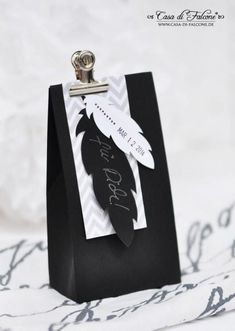 Gift Wrapping Lasercut springs & simple packaging idea in black-gray-white Present Wrapping, Creative Gift Wrapping, Wrapping Ideas, Creative Gifts, Creative Ideas, Elegant Gift Wrapping, Simple Packaging, Pretty Packaging, Gift Packaging