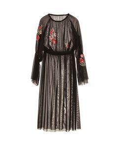 Invitada con vestido de tul