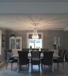 God lørdag Vi elsker det nye bordet vårt som er laget av  @interiormaker_b.hagen  #spisestue #bjorkelundgard