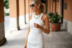 ee+white+faux+leather+zara+cut+out+shoulder+sheath+dress+sunglasses+high+ponytail+strappy+backless+slide+mule+sandals+gorjana+cuff+bracelet+fan+pearl+earrings+chain+link+necklace+work+to+cocktails+professional+women+business+work+fashion+style+blog.jpg (640×427)