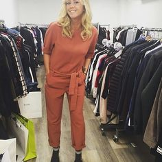 [Spotted] @enoramalagre with the perfect autumnal outfit!  Belted jumpsuit Ref FR8199863 Ref COM5261295 Sandals Ref FR8234561 Ref COM8234561