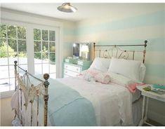 Google Image Result for http://hookedonhouses.net/wp-content/uploads/2010/11/Sea-rose-Designs-bedroom-2.jpg