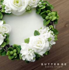 BUTTERBE buttercream Flower Piping Video Tutorial Instagram(DM) :@jeju_butterbe E-mail : butterbe@naver.com Website : www.butterbe.com Contact : +82.70.8884.8203