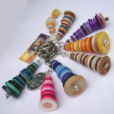 These handbag charms have been made with an array of beautiful, buttons, starting at the bottom with a large natural wood button base and cascading tower of buttons. You choose the colour ------ Colours available ...Blue, Teal, Chocolate, Pink, P...