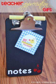 Teacher Appreciation Gift - Mini Note Stand via Eye Candy Creative Studio #teacherappreciation #teachergifts #DIYcraft