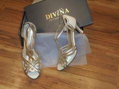 Vintage νυφικά παπούτσια σε ιβουαρ δέρμα με χρυσό Bridal Shoes, Low Heels, Stuart Weitzman, Sandals, Handmade, Fashion, Bride Shoes Flats, Hand Made, Moda