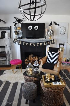 Picking a color palette for Halloween decor creates a unified and purposeful look for all those spooky accessories you love!