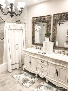 New bathroom installation or old restroom renovation would offer you an opportunity to make the interiors of your restroom brilliant and airy. Romantic Bathrooms, Beautiful Bathrooms, Bad Inspiration, Bathroom Inspiration, Dresser Sink, Baños Shabby Chic, Small Bathroom, Bathroom Ideas, White Bathroom