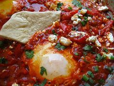 I gotta try this shakshuka - Tunisian / Algerian food. poached eggs in delicious tomato sauce Algerian Recipes, Algerian Food, Tunisian Food, Tunisian Recipe, Gourmet Recipes, Cooking Recipes, Sauce Tomate, Poached Eggs, Mediterranean Recipes