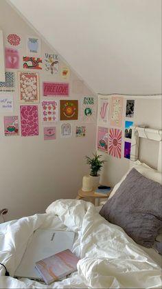 Room Ideas Bedroom, Bedroom Inspo, Bedroom Decor, Uni Room, Dorm Room, Danish Bedroom, Teenage Room Decor, Room Goals, Aesthetic Room Decor
