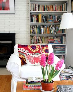 The fuchsia blossoms coupled with the butterfly pillow remind us to slow down, grab a book and settle into a big, cozy reading chair. Tamar Schechner embraces all colors in her light-infused home, which is made all the more lively by her ample inclusion of plants.
