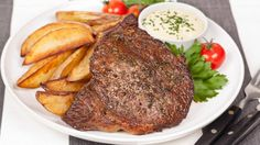 Easy Steak Dinner - Season 5 Episode 8 - Best Recipes Ever - If your family loves to go out to the local steakhouse to enjoy a big, juicy steak with all the trimmings, they're going to love today's Easy Steak Dinner. Steak And Frites Recipe, Steak Frites, Meat Recipes, Cooking Recipes, Recipes Dinner, Recipies, Juicy Steak, Best Food Ever, Beef Dishes