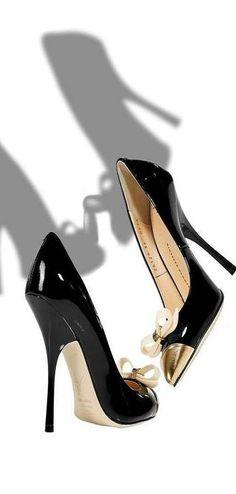 Giuseppe Zanotti ~ Black Patent Bow Embellished Pumps w Gold tips