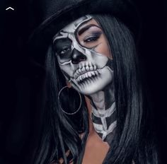 Halloween-Make-up - хеллоуин - halloween makeup Amazing Halloween Makeup, Pretty Halloween, Halloween Looks, Halloween Face Makeup, Halloween Costumes, Halloween Fashion, Helloween Make Up, Totenkopf Tattoos, Special Effects Makeup