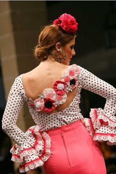 flamencuraweb.com |  De Lunares y Volantes, Pasarela Flamenca de Jerez 2016 Flamenco Costume, Personal Style, Mini Skirts, Stylish, Outfits, Clothes, Ideas, Fashion, Flamingo Costume