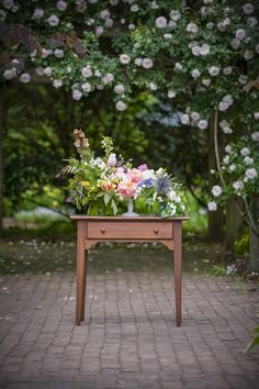 DIY: Cake Stand Centerpiece with @Colonial House of Flowers