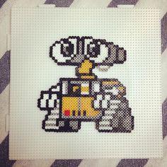 Wall-E hama beads by anjuelzgz Perler Bead Disney, Diy Perler Beads, Perler Bead Art, Pearler Beads, Fuse Beads, Melty Bead Patterns, Perler Patterns, Beading Patterns, Pixel Art Templates