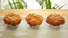 These low carb Zucchini Cheese & Chive Muffins smell soooo damn good baking and taste even better. They make an awesome snack, lunch or yes, even dinner :) Protein Bread, Low Carb Bread, Low Carb Recipes, Bread Recipes, Cooking Recipes, Spinach And Feta Muffins, Zucchini Cheese, Savory Muffins, Macro Meals