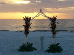 Florida Beach Wedding. (www.floridabeachsearemonies.com)