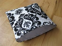 Damask Reusable Snack Sandwich Bag Baggie with water resistant lining! Do want!