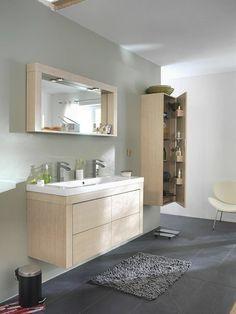 salle de bain sol en carrelage gris et meubles salle de bain en bois clair