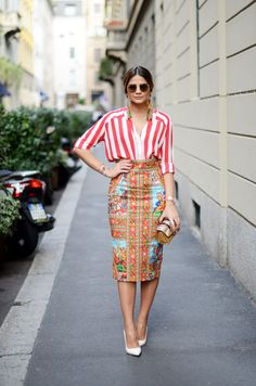 milan street style / red and white striped blouse / floral print skirt / white pumps shoes