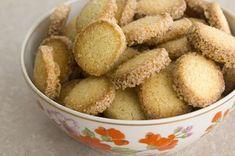 עוגיות חמאה תפוז ווניל (עוגיו.נט)  בצק נ-ה-ד-ר ועוגיות חורפיות כייפיות וקלות לביצוע  (אצלי בתנור 15 דק ולסובב התבנית באמצע)