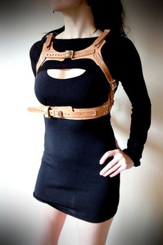 A chest harness in good and a shrug is better but what is even betterer is a combined underbust and shrug making our first full chest harness, which isnt only super sexy but you can hang a holster from it so you are then sexy and dangerous. Measurements from centre back plate... Underbust Strap: 26 - 45 inches approx Chest Strap: 23.5 - 32 inches approx (measurement taken from underbust strap, over chest, to underbust strap) Shoulder Strap: 14 - 23 inches approx (measurement taken from…