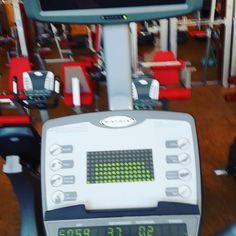 Die crosstrainer haben jetzt TV BEI uns im Fitnessstudio  trotzdem fand ich die alten crosser besser warum? Nunja ok Zusatzfunktion die haben jetzt auch Steigung finde ich gut aber was mich wundert ist dass ich obwohl ich 1 Stunde gelaufen bin habe ich 1 km Entfernung? ??!! Macht keinen Sinn sonst hatte ich 5-7 und dann ist die Puls Anzeige im fettburner Modus weg heisst ich kann es nicht selbst kontrollieren .... Und zwischen cardio und fettburner wechseln was ich immer gemacht habe ... So…