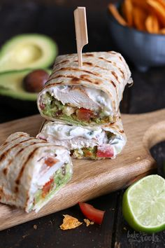 Guacamole Chicken Wraps A healthy, low fat breakfast wrap with egg whites, feta cheese, tomatoes, and spinach. A copy-cat version of Starbucks spinach and fetta breakfast wraps recipes chicken baked Greek Grilled Chicken, Perfect Grilled Chicken, Cooked Chicken, Fried Chicken, Best Tuna Salad Recipe, Chicken Gyro Recipe, Chicken Bacon Ranch Wrap, Buffalo Chicken Wraps, Low Fat Breakfast