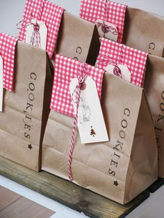 Adorable way to package homemade cookies for the neighbors at Christmas time.