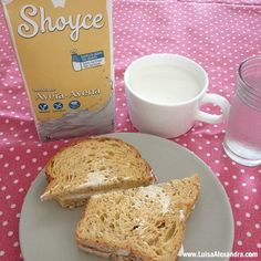 Sugestão de Lanche: Pão com Sementes de Chia com Queijo Creme Acompanhado com Shoyce de Aveia - http://gostinhos.com/sugestao-de-lanche-pao-com-sementes-de-chia-com-queijo-creme-acompanhado-com-shoyce-de-aveia/