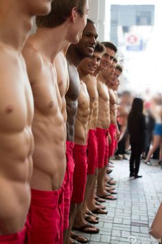 """Abercrombie & Fitch models,tall,all white except for 1,black model,white guys blonde,all muscular bodies, Guys who have that type of body will look good in it because that store only sales for skinny """"perfect body"""" men & females #NotBuyingIt"""