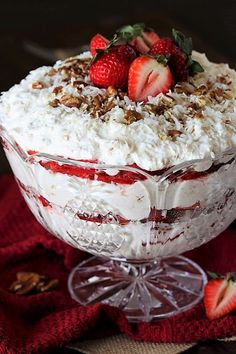 Classic Southern Strawberry-Coconut Punch Bowl Cake with scrumptiously creamy layers of angel food cake, fresh strawberries, whipped cream, and coconut. You might call it trifle, but in the South we call it punch bowl cake! Blueberry Yum Yum, Blueberry Desserts, Strawberry Desserts, Strawberry Pudding, Strawberry Cobbler, Blue Strawberry, Blueberry Crisp, Strawberry Pretzel, Southern Desserts