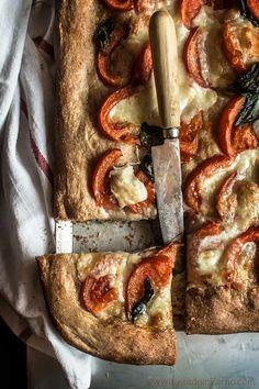 No es que tenga mucho arte esto de hacer una masa de pizza integral. En mi casa, por temas de salud, hacemos el esfuerzo de comer masas integrales de vez en cuando, porque hay que reconocer que no estamos acostumbrados. Pero igualmente admito que las masas integrales tienen mucho sabor cuando se hacen bien y …