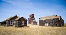 This Map Of Every Ghost Town In Canada Will Guide You Through The Ultimate Haunted Road Trip – 2020 World Travel Populler Travel Country Abandoned Cities, Abandoned Amusement Parks, Abandoned Mansions, Abandoned Houses, Haunted Tours, Creepy Houses, Most Haunted Places, Canada Travel, Canada Trip
