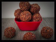 Boules d'énergie au quinoa, chocolat et chia Dog Food Recipes, Healthy Recipes, Healthy Food, Beachbody, Granola, Biscuits, Muffin, Vegan, Cooking
