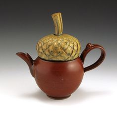 ~ Acorn Teapot ~ Have I mentioned how much I like acorns....