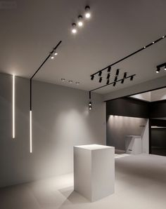 Stunning Unusual Lighting Design Ideas For Your Home That Looks Modern. design interior modern Unusual Lighting Design Ideas For Your Home That Looks Modern Modern Lighting Design, Cool Lighting, Ceiling Lighting, Modern Design, String Lighting, Track Lighting, Lighting Showroom, Interior Lighting, Lighting Stores
