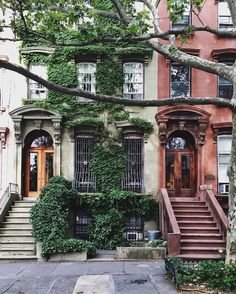Fort Greene Historic District New York. When I visited New York there were many brownstones like this. Chicago's architecture is not as old because of the Chicago Fire. Photographie New York, Beautiful Homes, Beautiful Places, Beautiful Pictures, Ville New York, Voyage New York, Concrete Jungle, City Living, House Goals