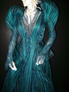 It'd make a great operatic costume! Villain Costumes, Character Costumes, Colleen Atwood, Theatre Costumes, Ballet Costumes, Mode Costume, Fantasy Costumes, Period Outfit, Costume Design