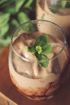 Patty Protein Shake Peppermint Patty Protein Shake - I added cup strong coffee and cup water with 10 frozen coffee cubes.Peppermint Patty Protein Shake - I added cup strong coffee and cup water with 10 frozen coffee cubes. Protein Smoothies, Protein Shake Diet, Protein Shake Recipes, High Protein Low Carb, Protein Diets, Whey Protein, Low Carb Breakfast, Breakfast Recipes, Breakfast Options