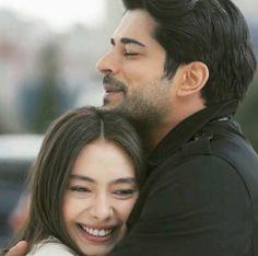 Wahre liebe Romantic Couple Hug, Romantic Couples, Cute Couples, Beautiful Couple, Turkish Actors, Turkish Men, Turkish People, Burak Ozcivit, Turkish Beauty