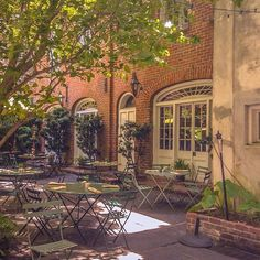 It's looking like a perfect day for courtyard seating~ ✨ #CafeAmelie  #NolaEats #NewOrleans #Louisiana #Delicious #FrenchQuarter #SecretGarden #VisitNewOrleans #showmeyournola #NOLA #courtyard
