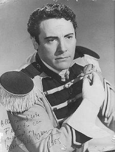 Mario del Monaco (Italia 1915 – 1982) Tenor lírico dramático, considerado el mejor en esta vertiente de la ópera. Su voz tenía una potencia y un timbre único, lo cual lo convirtió en uno de los mejores de su época.