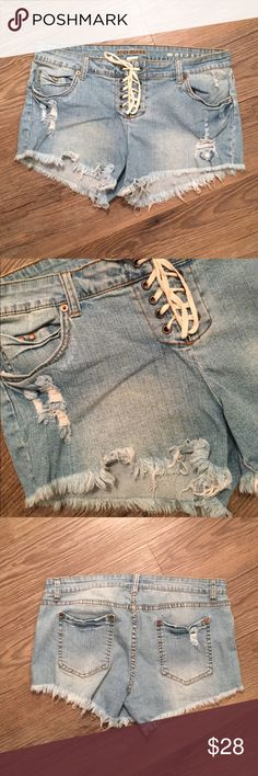 Billabong Jean Shorts These are cool jean shorts that lace up the front. They are distressed and have a nice stretch to them. Only worn two times! Make me an offer! 🦄 Billabong Shorts Jean Shorts
